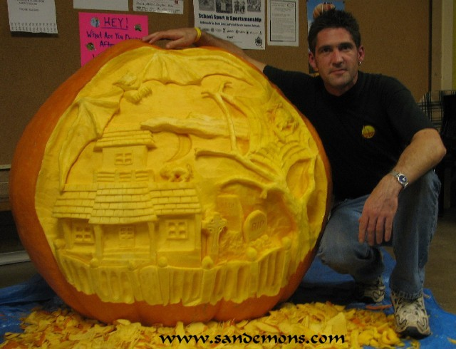 Haunted House Scene - 500lb Pumpkin